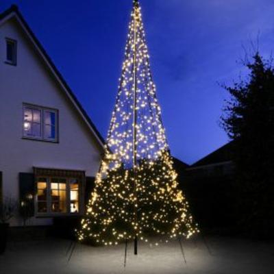 Heeft u deze vlaggenmast kerstboom al gezien?